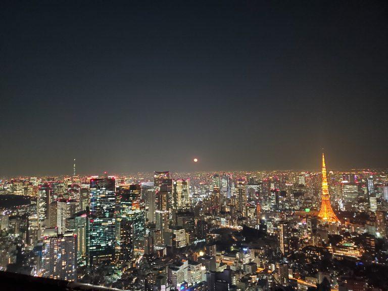東京の月が赤い夜。